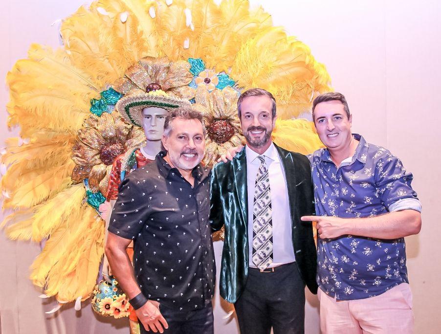 Alexis com os diretores do Camarote + Brasil Rolf Hanel e Elio Abdon